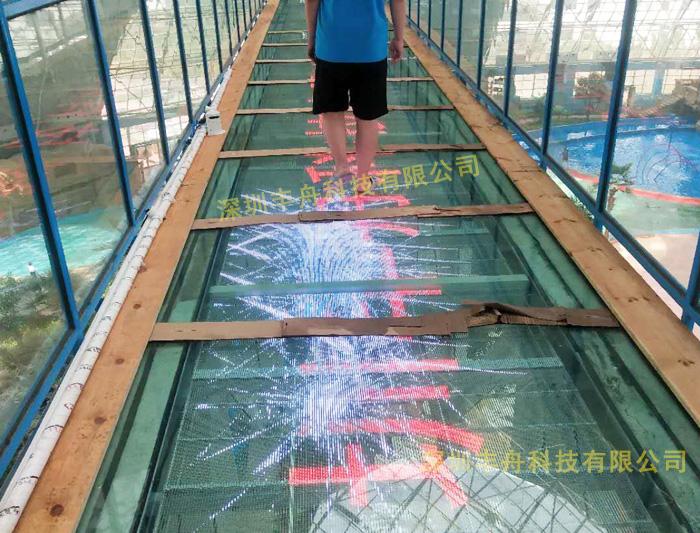 玻璃栈道碎裂特效LED屏项目案例-山东滨州景区