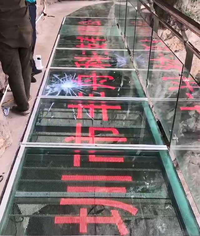 透明玻璃栈道特效屏项目案例-贵州小西湖景区
