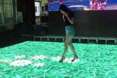 从只能发光的LED地砖到显示画面的LED互动地砖屏,实现了质的飞跃